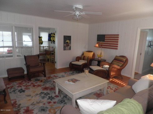 Another view of the living room. To the right you will find the bedrooms.