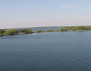 A cruise above Lake Darling