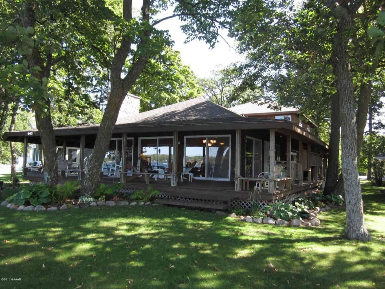 A home at Lake Carlos
